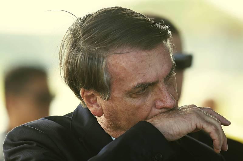 Bolsonaro chora pedia ajuda a militares