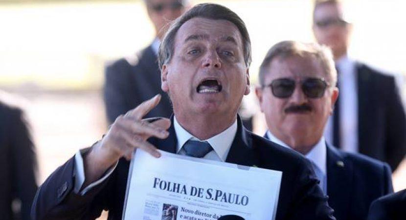 Bolsonaro manda repórteres calarem a boca