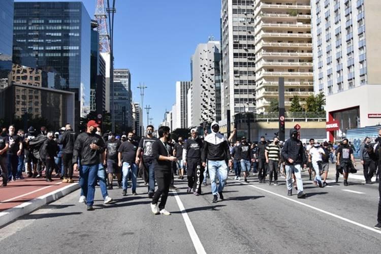 Torcedores do Palmeiras e Corinthians