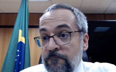 Abraham Weintraub afirma que vai fugir do Brasil