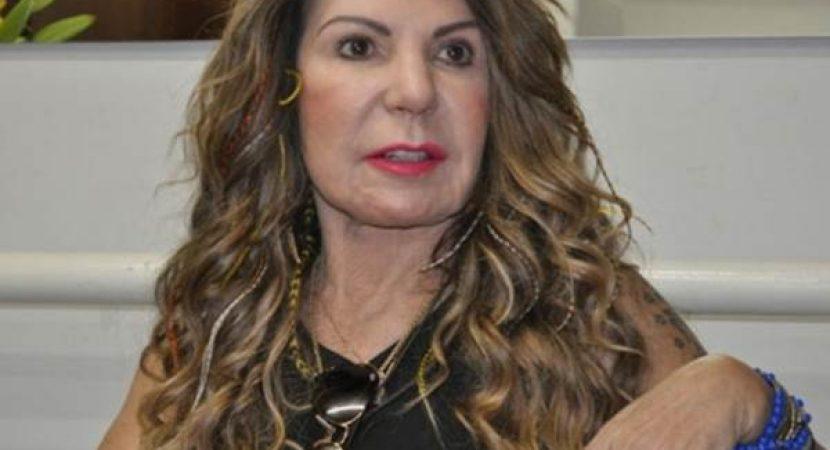 Elba Ramalho diz que covid-19 é criação dos comunistas